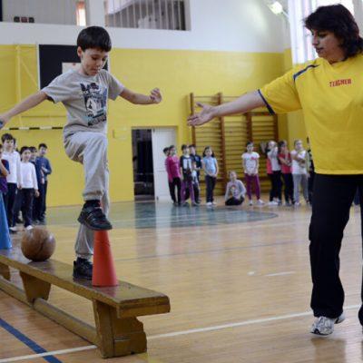 """Cum vede un doctor sportiv ideea suplimentării orelor de educaţie fizică: """"Nu vreau ca sportul şcolar să însemne 2+2=5!"""""""